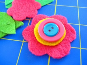 feltflowerwithbuttons