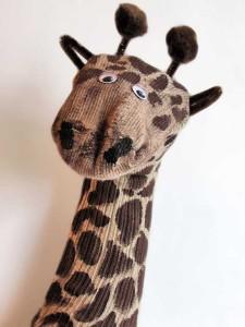 giraffe-sock-puppet